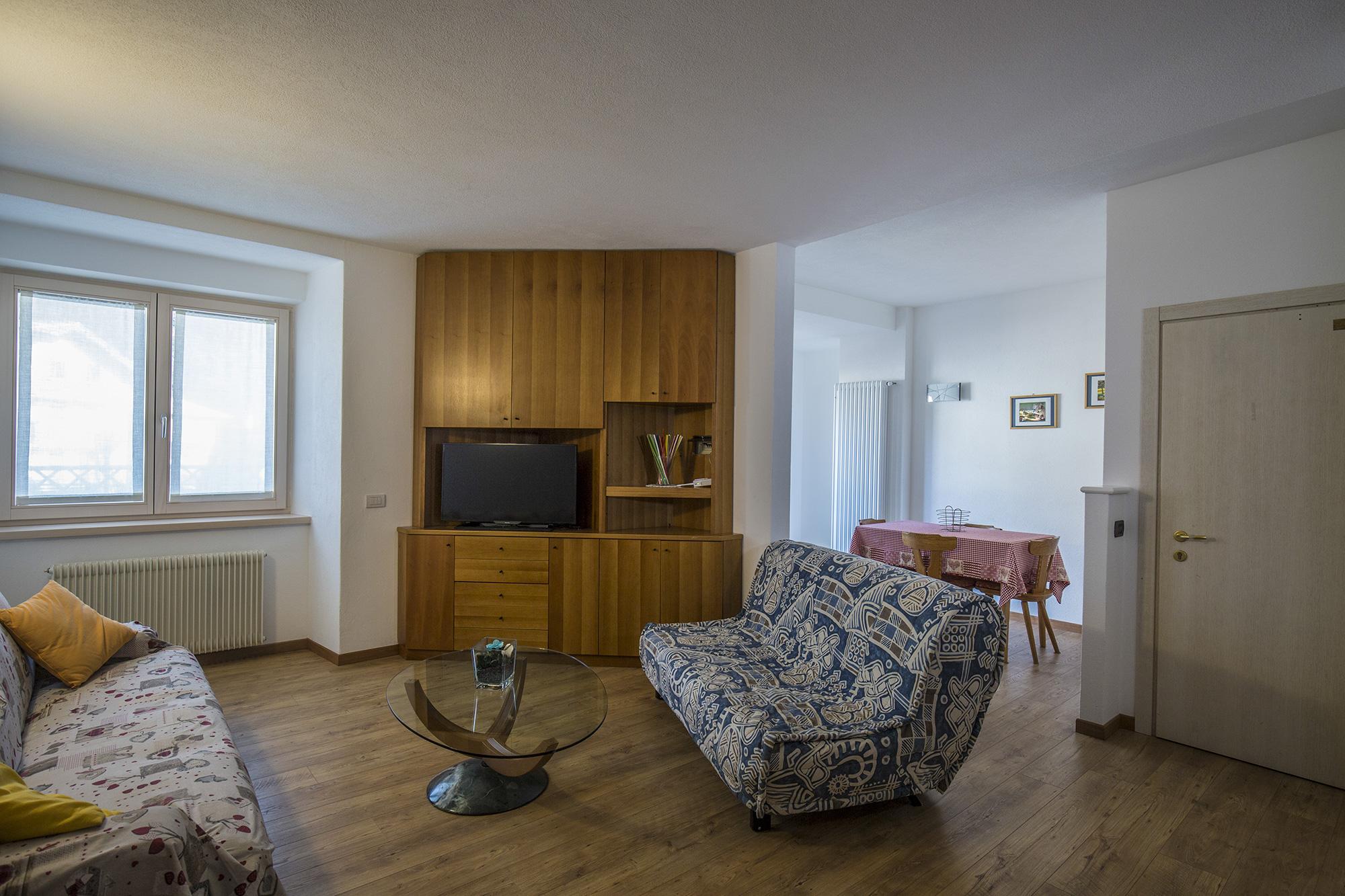Appartamenti residenza alba for Bilocale arredato alba